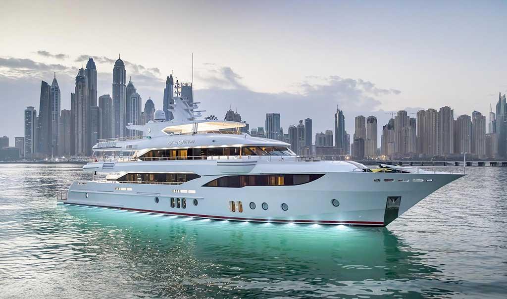 Dubai lifestyle: Luxury Rides & Tours