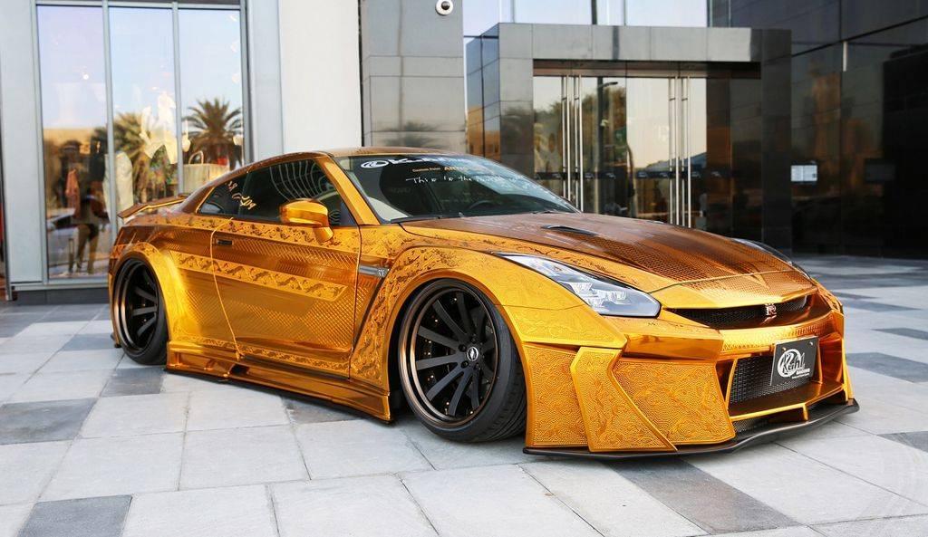 Dubai lifestyle 2021: Luxury Gold Cars